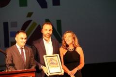 Recogiendo como presidente de la Asociación de Periodistas de León (APL) una distinción a todos los periodistas de la provincia de León entregada por la Universidad de León en la gala de su 40 Aniversario